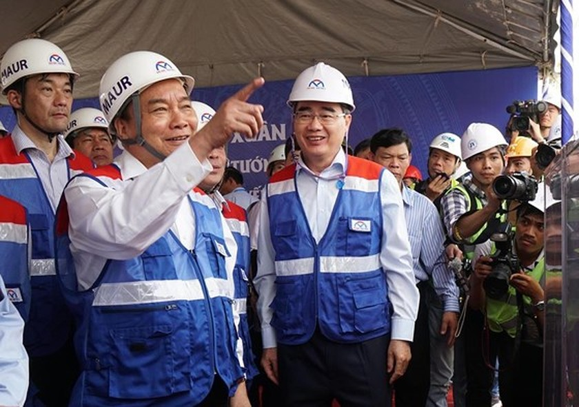 Prime Minister inspects construction site of first metro line in HCMC ảnh 4