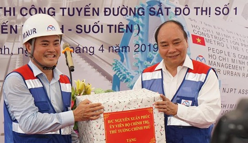 Prime Minister inspects construction site of first metro line in HCMC ảnh 5