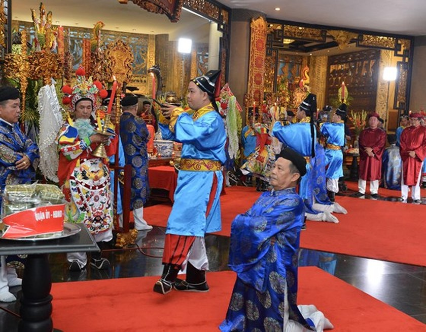 City top leaders pay tribute to Hung Kings ảnh 3