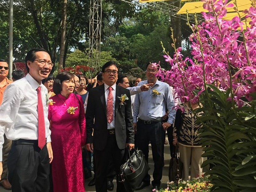 First Orchid Festival opens in HCMC ảnh 1