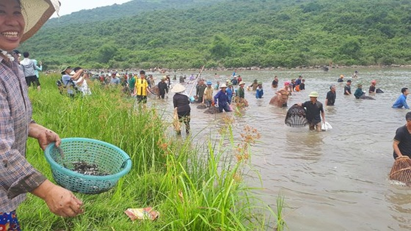 Thousands of people attend fishing festival in Ha Tinh province ảnh 5