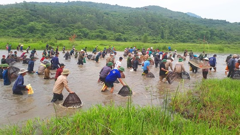 Thousands of people attend fishing festival in Ha Tinh province ảnh 7