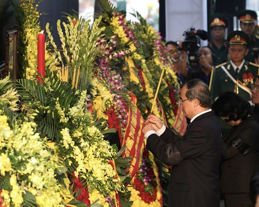 Former President Le Duc Anh laid to rest in HCMC ảnh 3
