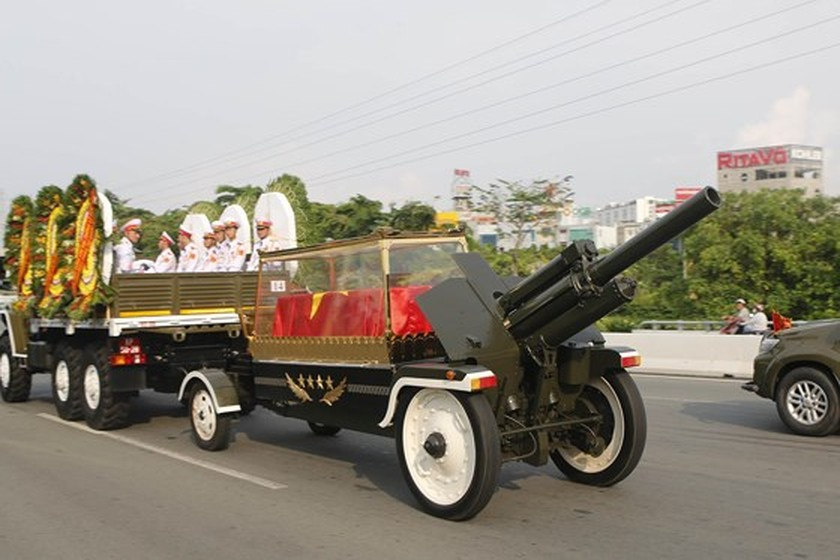 Former President Le Duc Anh laid to rest in HCMC ảnh 4