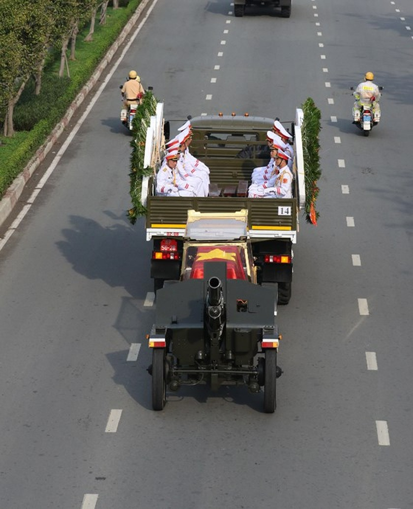 Former President Le Duc Anh laid to rest in HCMC ảnh 8