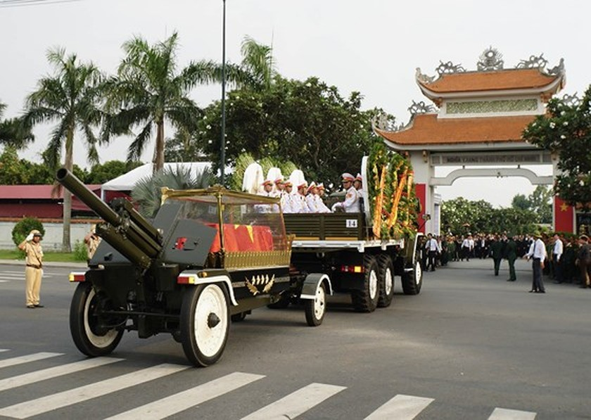 Former President Le Duc Anh laid to rest in HCMC ảnh 13