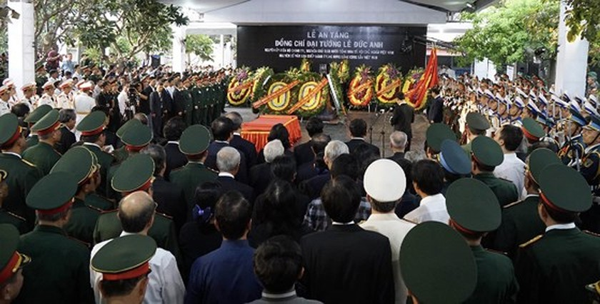 Former President Le Duc Anh laid to rest in HCMC ảnh 15
