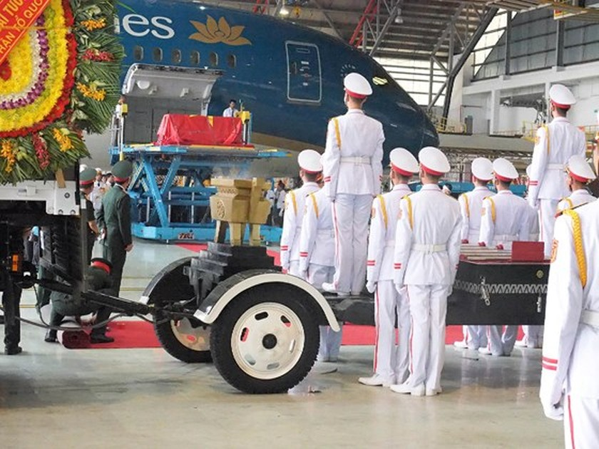 Former President Le Duc Anh laid to rest in HCMC ảnh 16