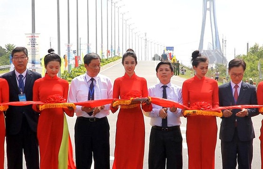 Vam Cong bridge open to traffic in Mekong Delta ảnh 1