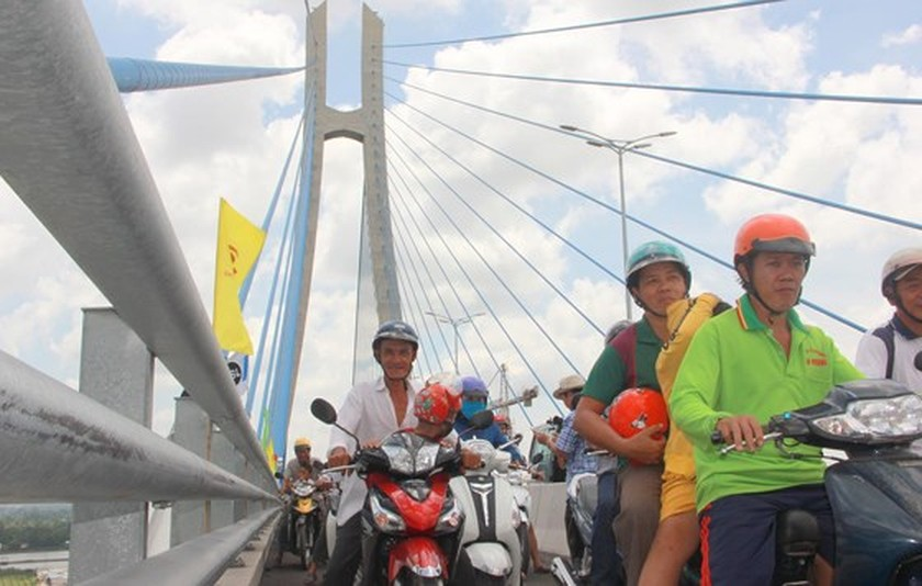 Vam Cong bridge open to traffic in Mekong Delta ảnh 6