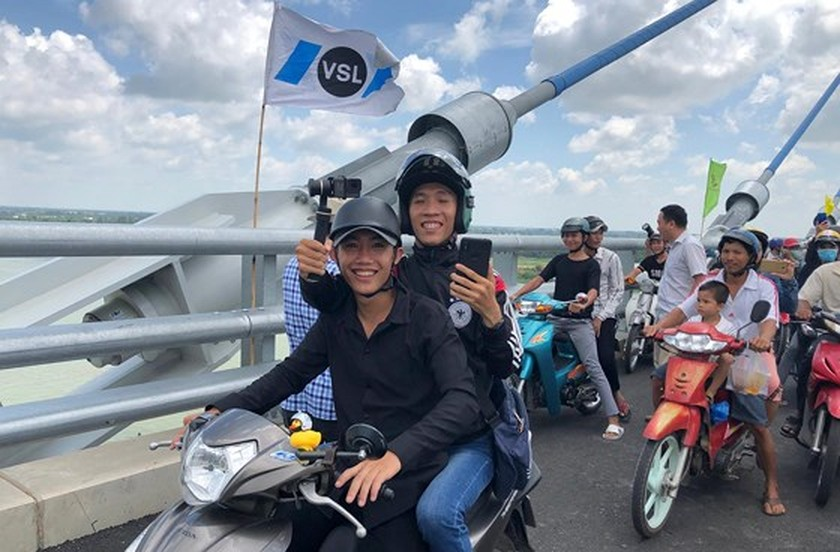 Vam Cong bridge open to traffic in Mekong Delta ảnh 7