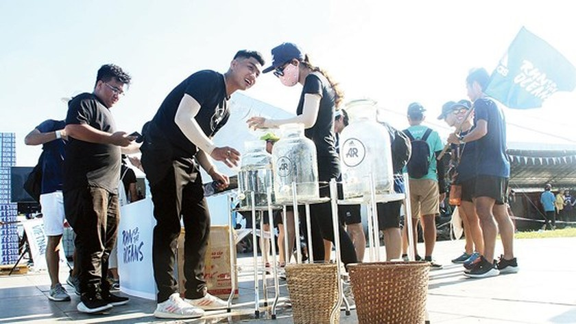 Plastic waste elimination efforts underway in Vietnam ảnh 2