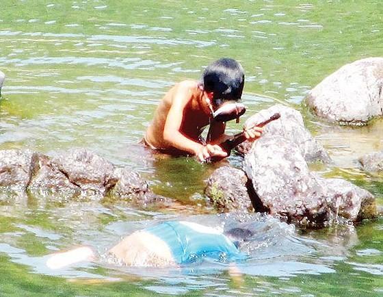 Summer days of children in countryside ảnh 2