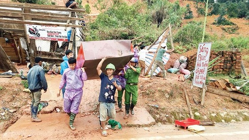 Efforts made across country to overcome flooding consequences ảnh 1
