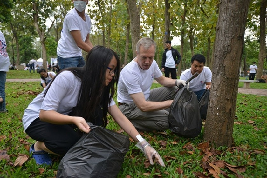 U.S. Ambassador & 1,000 volunteers join environmental protection ảnh 3