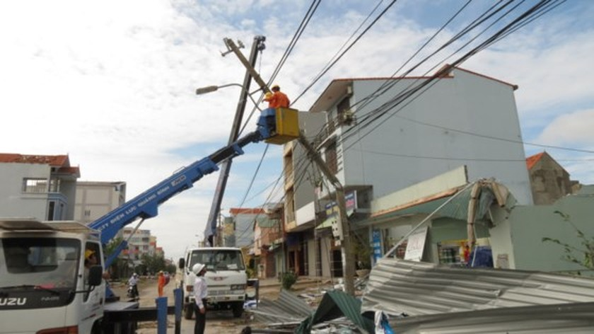 Quang Binh province destroyed after storm ảnh 7