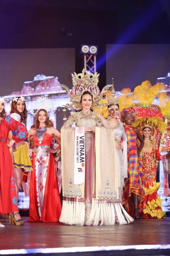 Khanh Ngan crowned at Miss Globe 2017 ảnh 1