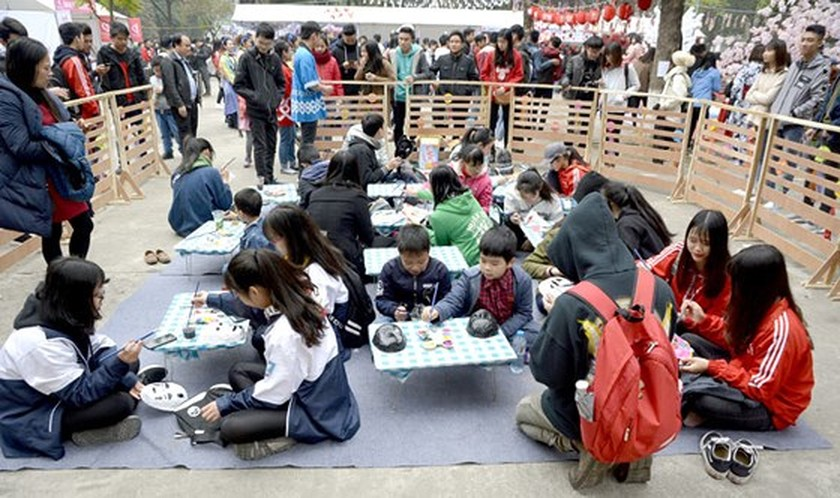 Japanese traditional New Year festival lures thousands of young people ảnh 3