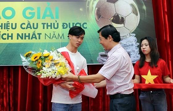 Striker Nguyen Cong Phuong meets football fans in HCMC ảnh 3