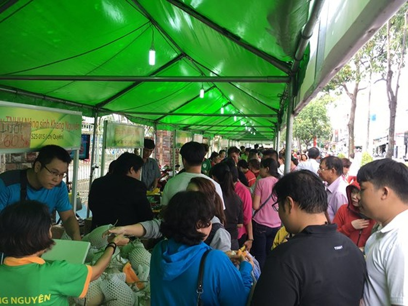 6th safe farm produce fair opened in District 6, HCMC ảnh 1