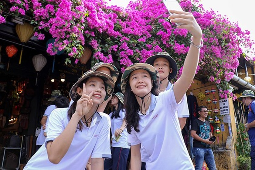 VNese & In't volleyball players tour Hoian ảnh 1