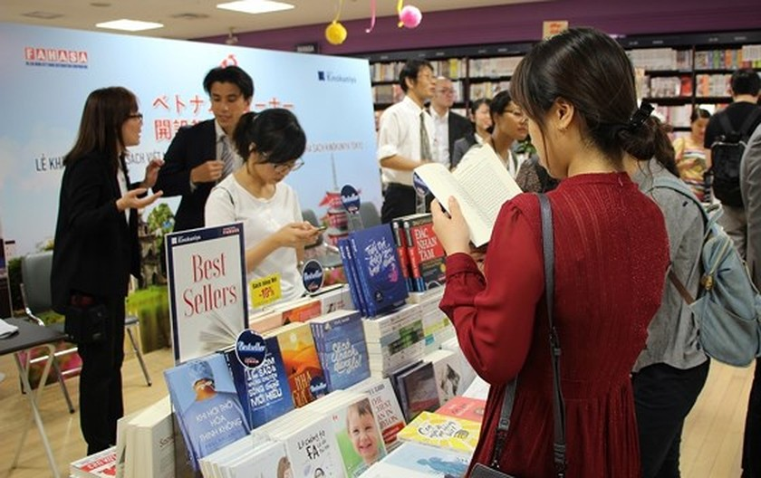 First-ever Vnese book stall in Japan opened ảnh 1