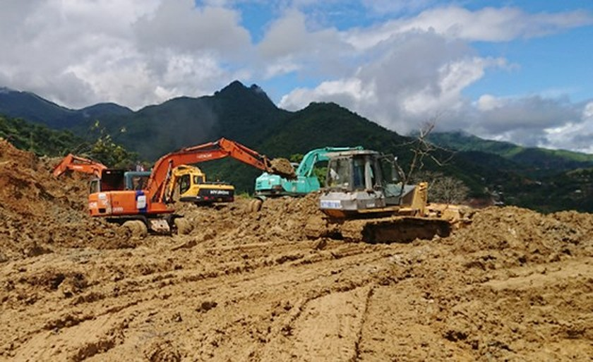 Landslides isolate Muong Lat district, traffic ảnh 1