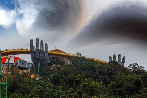 Danang's Golden Bridge listed among top 5 special awards  ảnh 4