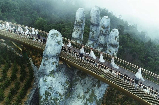 Danang's Golden Bridge listed among top 5 special awards  ảnh 5