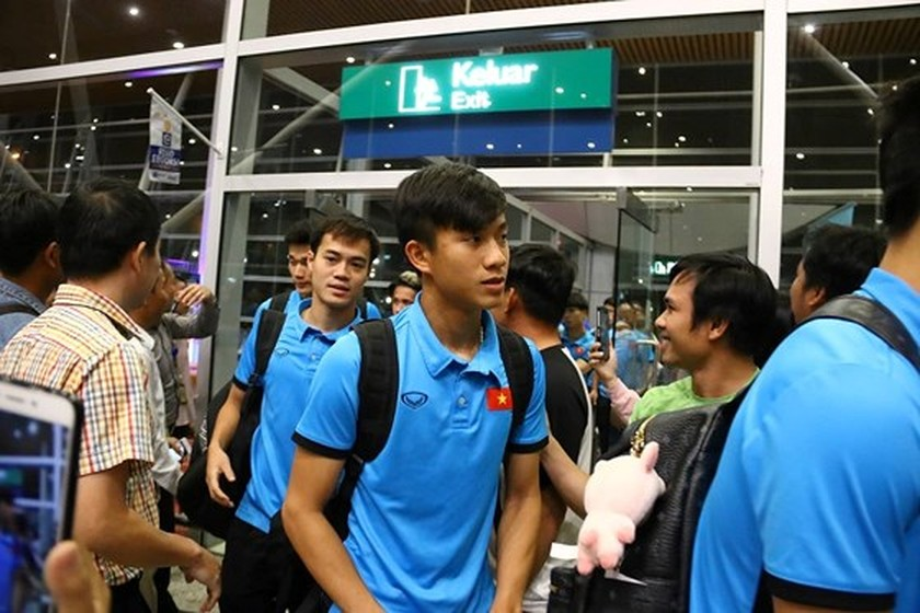 Vietnam's football team arrives in Kuala Lumpur for first leg-finals ảnh 4