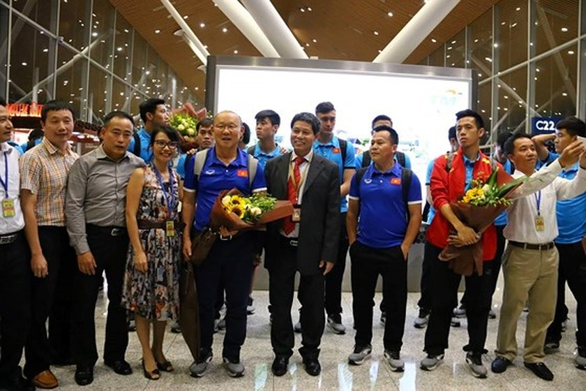 Vietnam's football team arrives in Kuala Lumpur for first leg-finals ảnh 5