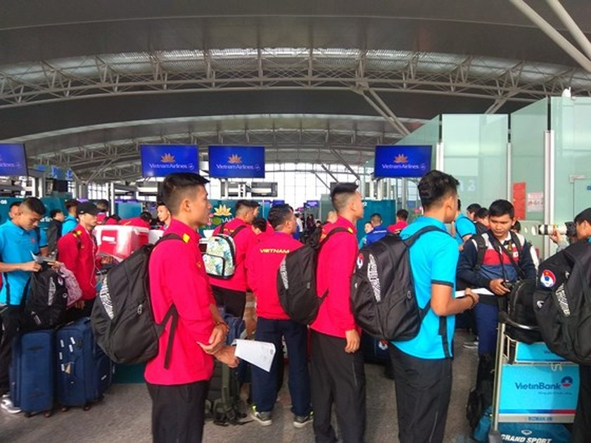 Vietnam Football Team leaves for AFC Asian Cup 2019 in Qatar ảnh 1