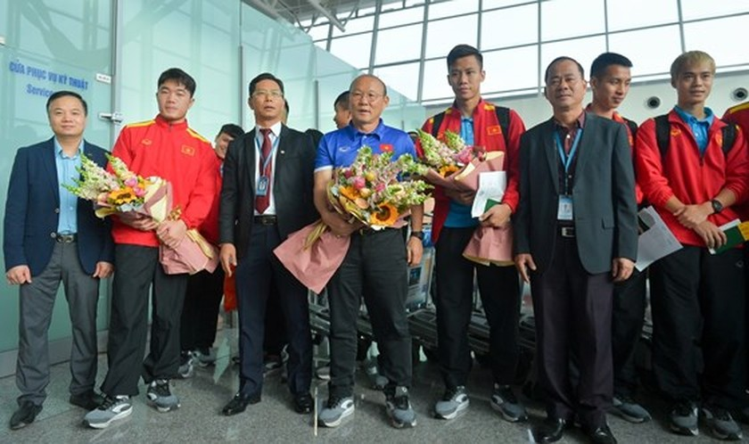 Vietnam Football Team leaves for AFC Asian Cup 2019 in Qatar ảnh 2