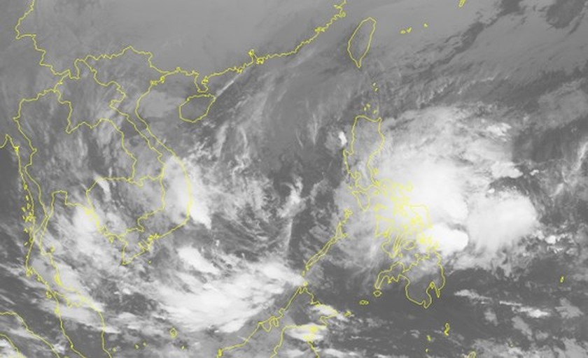 Tropical low-pressure system nears East Sea ảnh 1