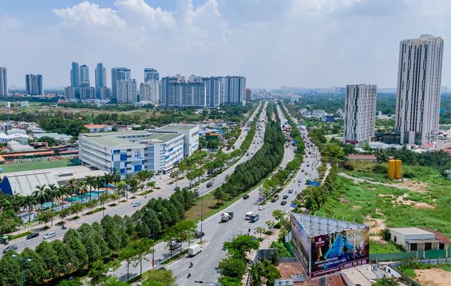Khách ngoại mê mẩn biểu tượng kiến trúc mới Sài Gòn ảnh 1