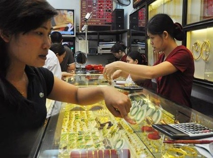 Gold prices fall, Vietnamese dong weakens | Business | SGGP English