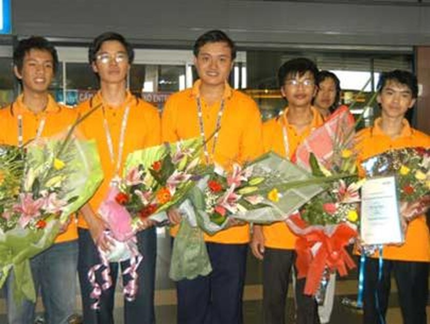 Viet Nam Bags Two Gold, Two Silver at Int'l Physics Olympiad