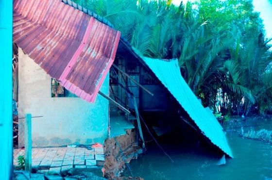 TPHCM: 5 căn nhà bị sạt lở trong đêm, người dân thoát nạn kịp thời ảnh 6