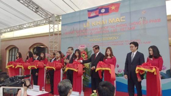 Triển lãm hợp tác phòng chống tội phạm của công an Campuchia- Lào- Việt Nam ảnh 1