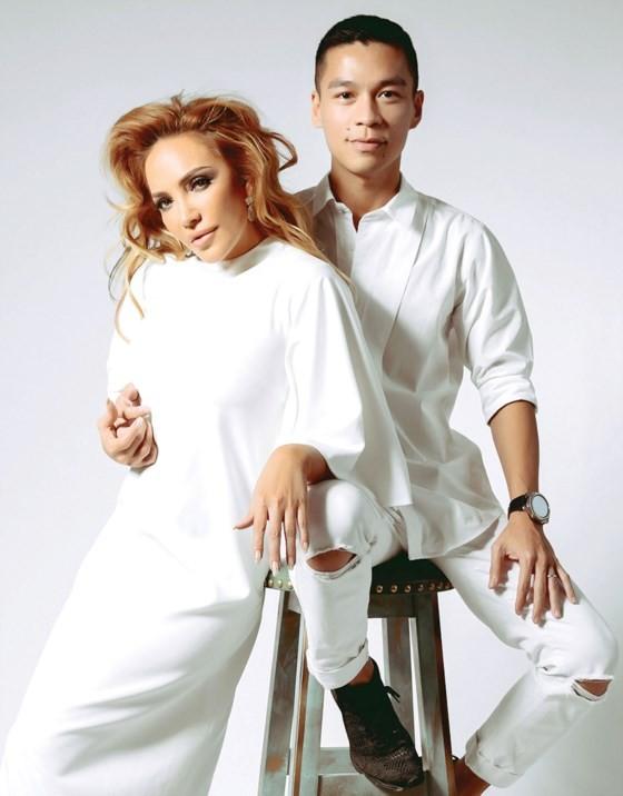 NTK Adrian Anh Tuấn kỷ niệm 10 năm với Huyền thoại người con gái ảnh 1