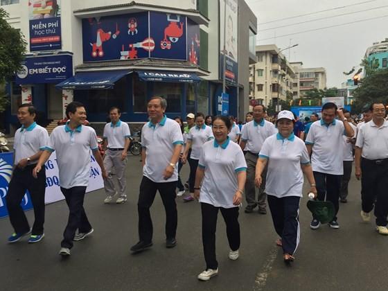 Hơn 4.000 người đi bộ vì người nghèo ảnh 2