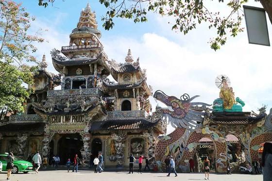 Tượng Phật bằng hoa bất tử lớn nhất thế giới ảnh 5