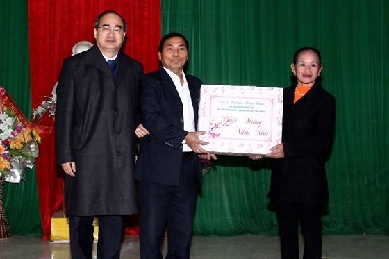 Bí thư Thành ủy TPHCM dâng hương tưởng niệm tại Khu di tích Đại thi hào Nguyễn Du ảnh 5