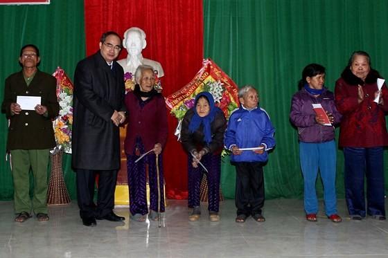 Bí thư Thành ủy TPHCM dâng hương tưởng niệm tại Khu di tích Đại thi hào Nguyễn Du ảnh 3