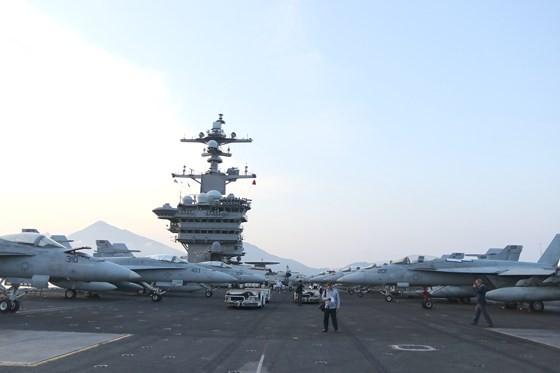 Tận mắt chiêm ngưỡng tàu sân bay USS Carl Vinson tại Đà Nẵng ảnh 7