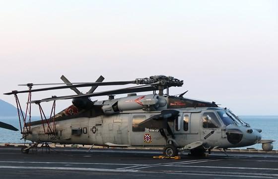 Tận mắt chiêm ngưỡng tàu sân bay USS Carl Vinson tại Đà Nẵng ảnh 12