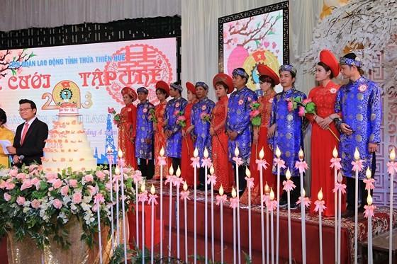 12 cặp đôi dâng hoa Bác Hồ trước lễ cưới tập thể ảnh 11