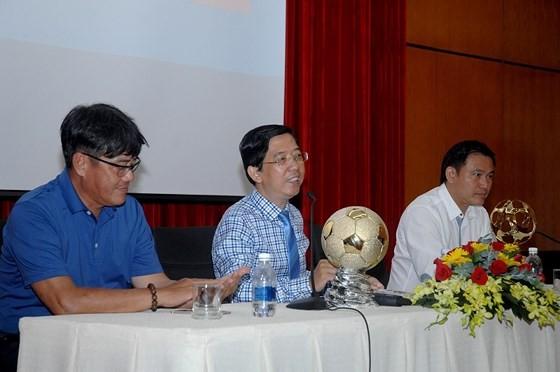 Họp báo công bố giải thưởng Quả bóng vàng Việt Nam 2018 ảnh 1