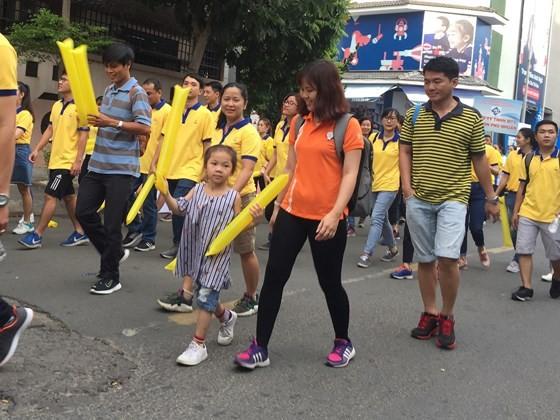 4.000 người đi bộ ủng hộ hơn 6,8 tỷ đồng chăm lo người nghèo ảnh 2