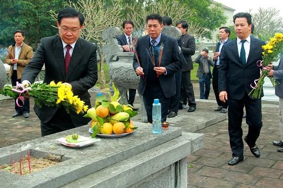 Phó Thủ tướng Vương Đình Huệ dâng hương tưởng niệm Uy Viễn tướng công Nguyễn Công Trứ ảnh 1